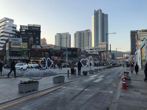 Gunam-ro (구남로), a big street near the beach